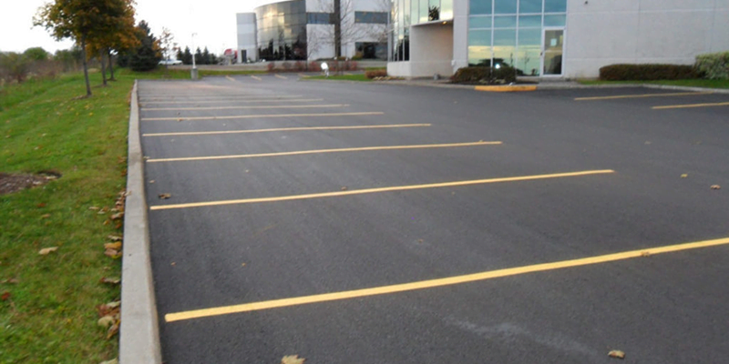 COMMERCIAL PARKING LOT PAVING SERVICES
